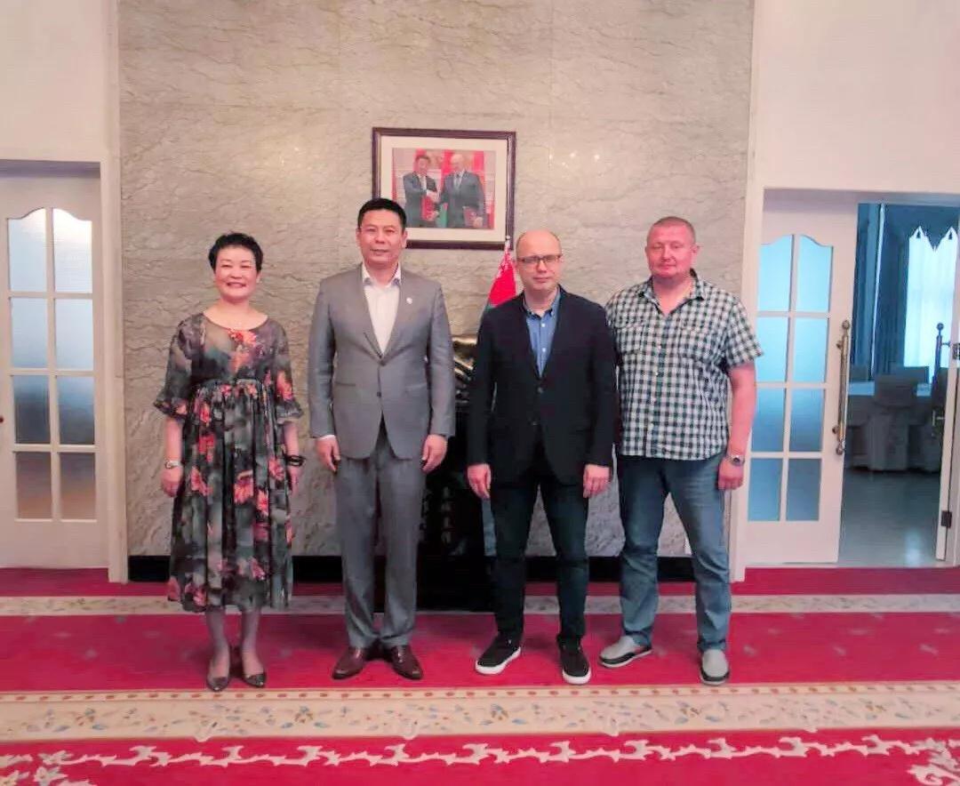 白俄罗斯驻华大使会见和数软件董事长一行